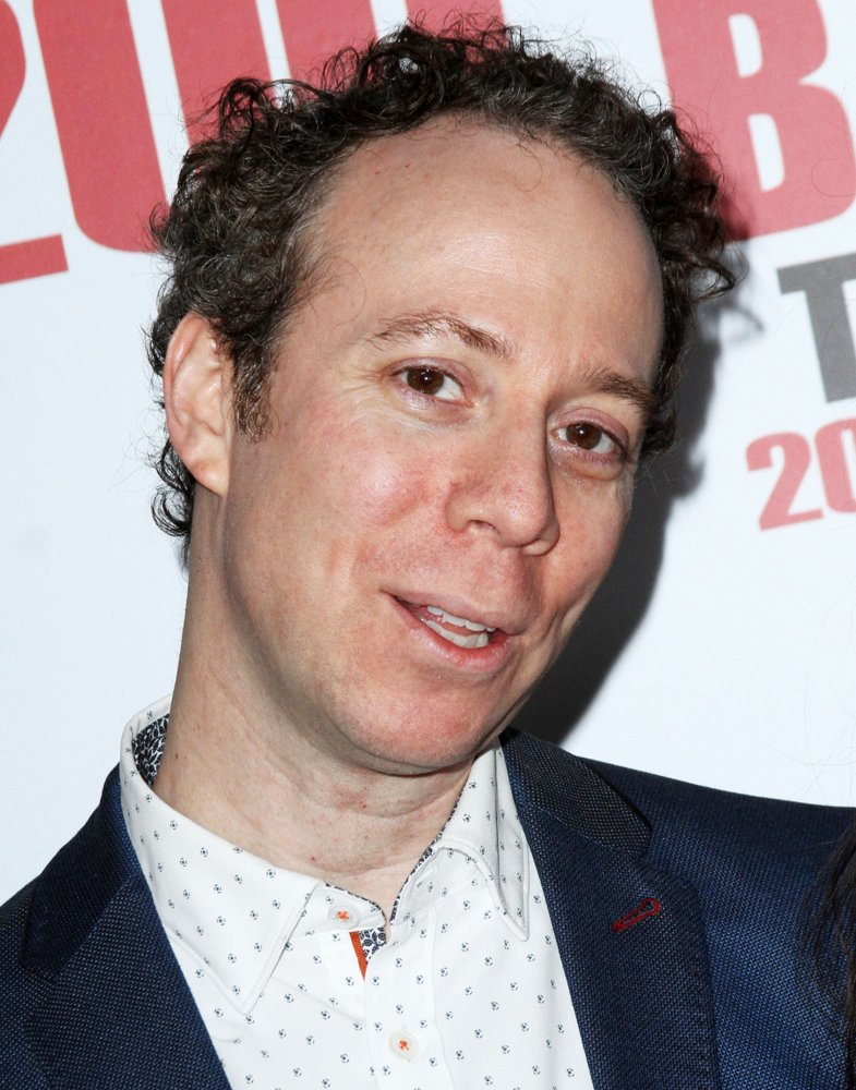 kevin-sussman-the-big-bang-theory-200th-episode-party-01-jpg.17537